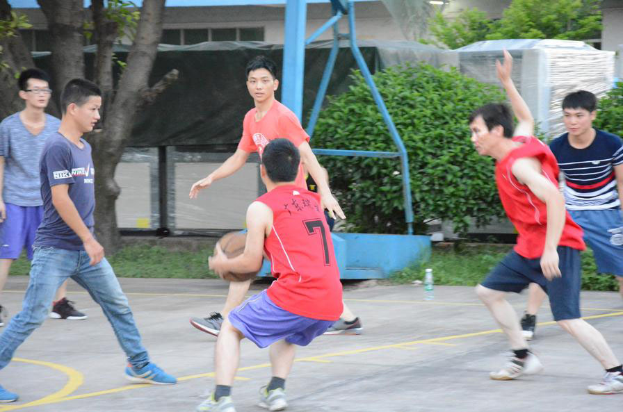 Friendly competition on basketball